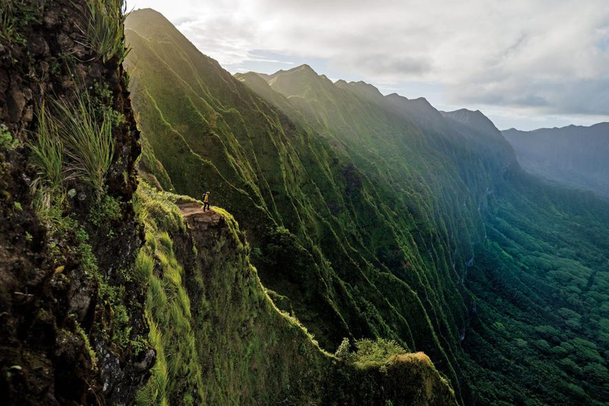 Las montañas Ko'olau de la isla de Oahu se encuentran junto a la bulliciosa ciudad de ...