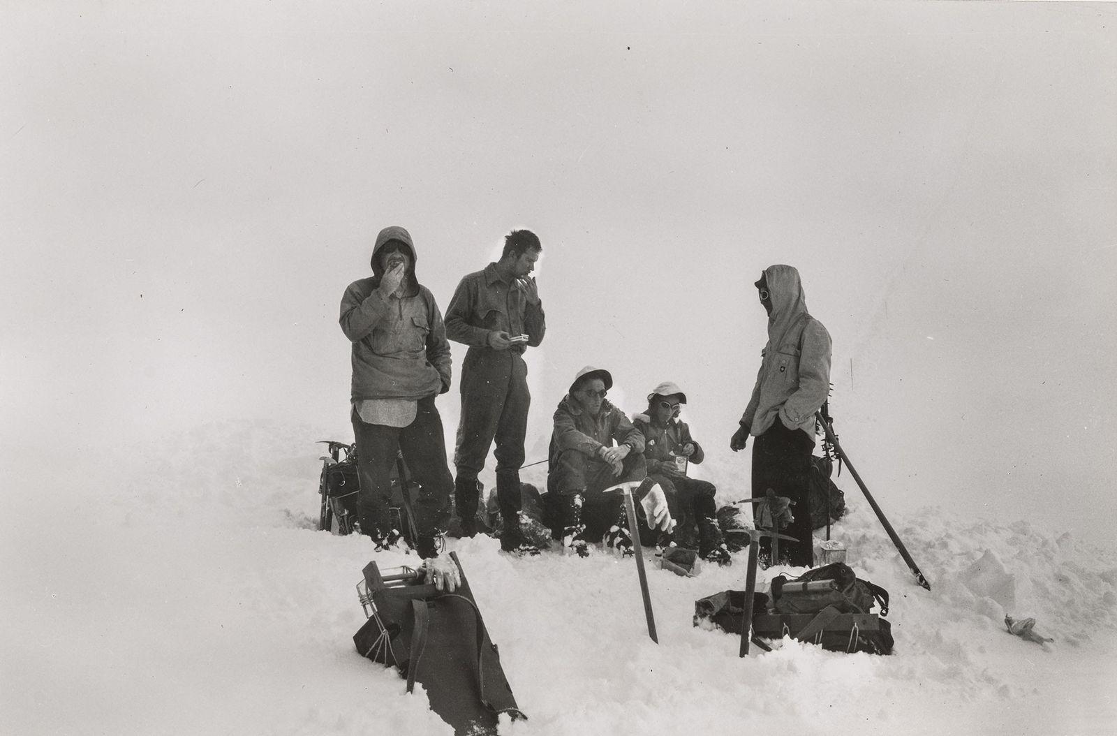 Barbara Washburn y su equipo