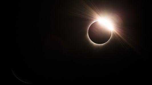 Estas fueron las primeras fotografías del eclipse solar de 2017