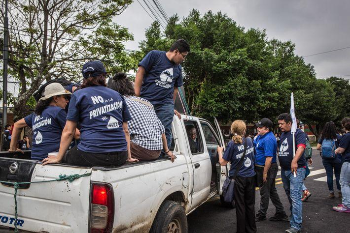 Manifestantes de San Salvador