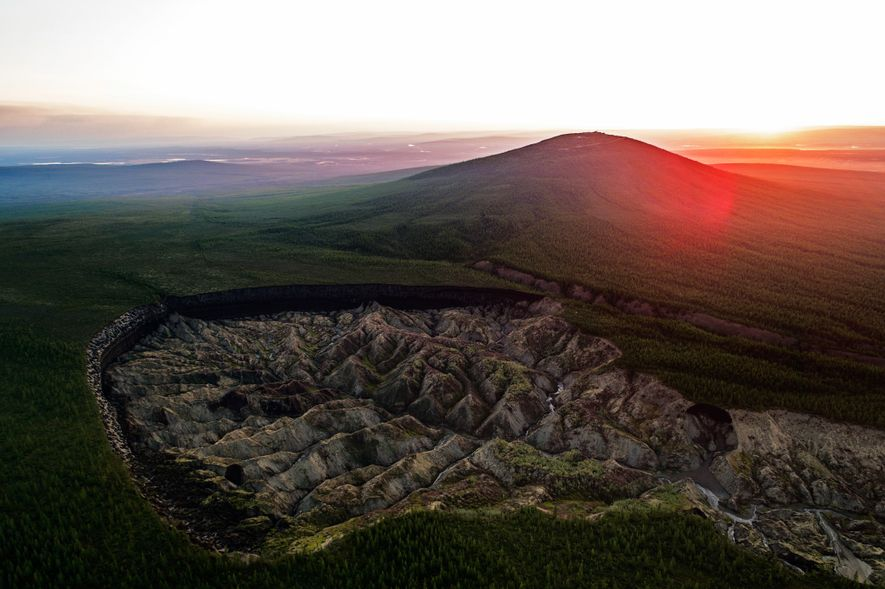 El cráter de Batagaika en la localidad de Batagay, Rusia, es conocido como el «cráter del ...