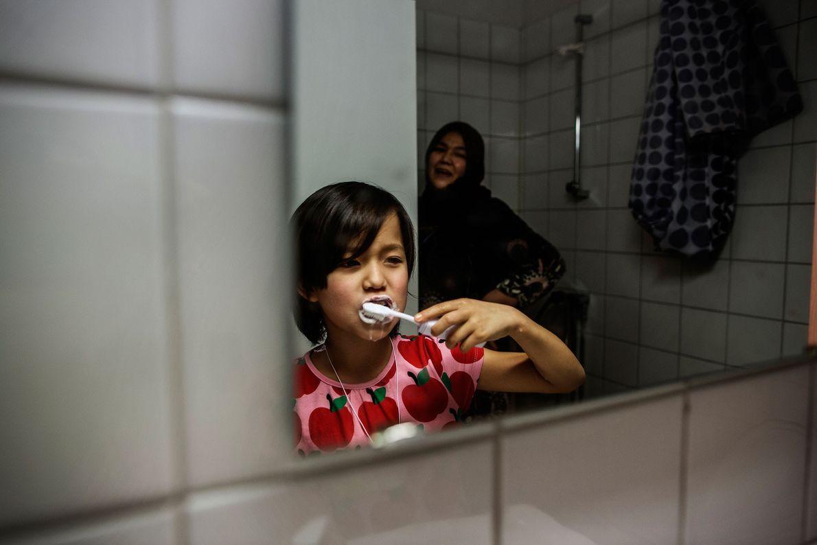 Foto de Masome Hasani viene con su familia de Afganistán