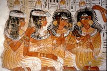 Mujeres con sombreros cónicos