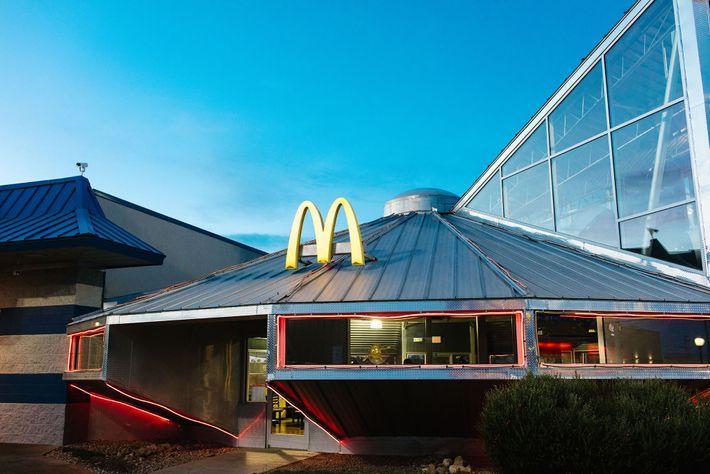 McDonalds con forma de nave espacial