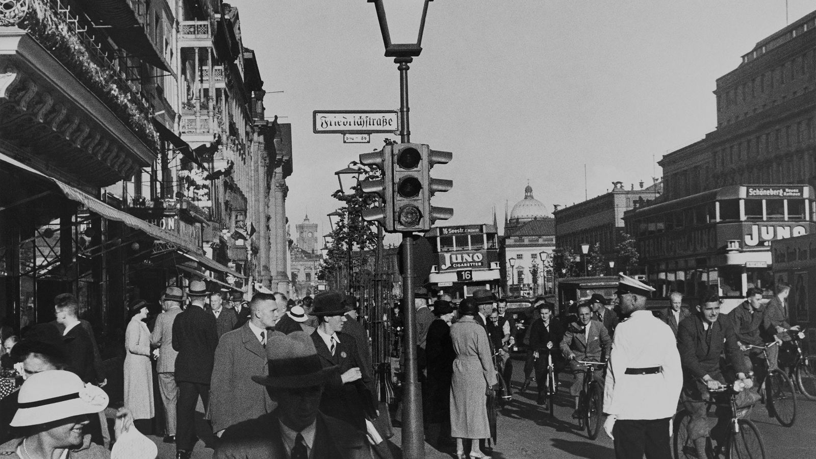 Una ajetreada calle berlinesa