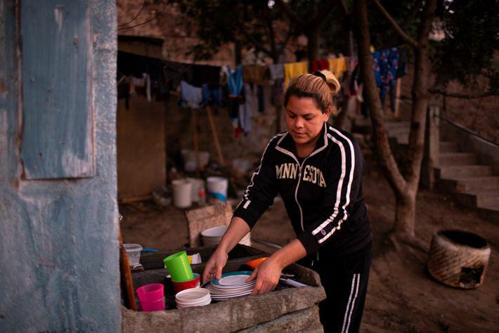Kataleya lava los platos