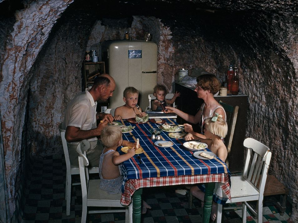 Fotografías antiguas de viviendas en cuevas de todo el mundo
