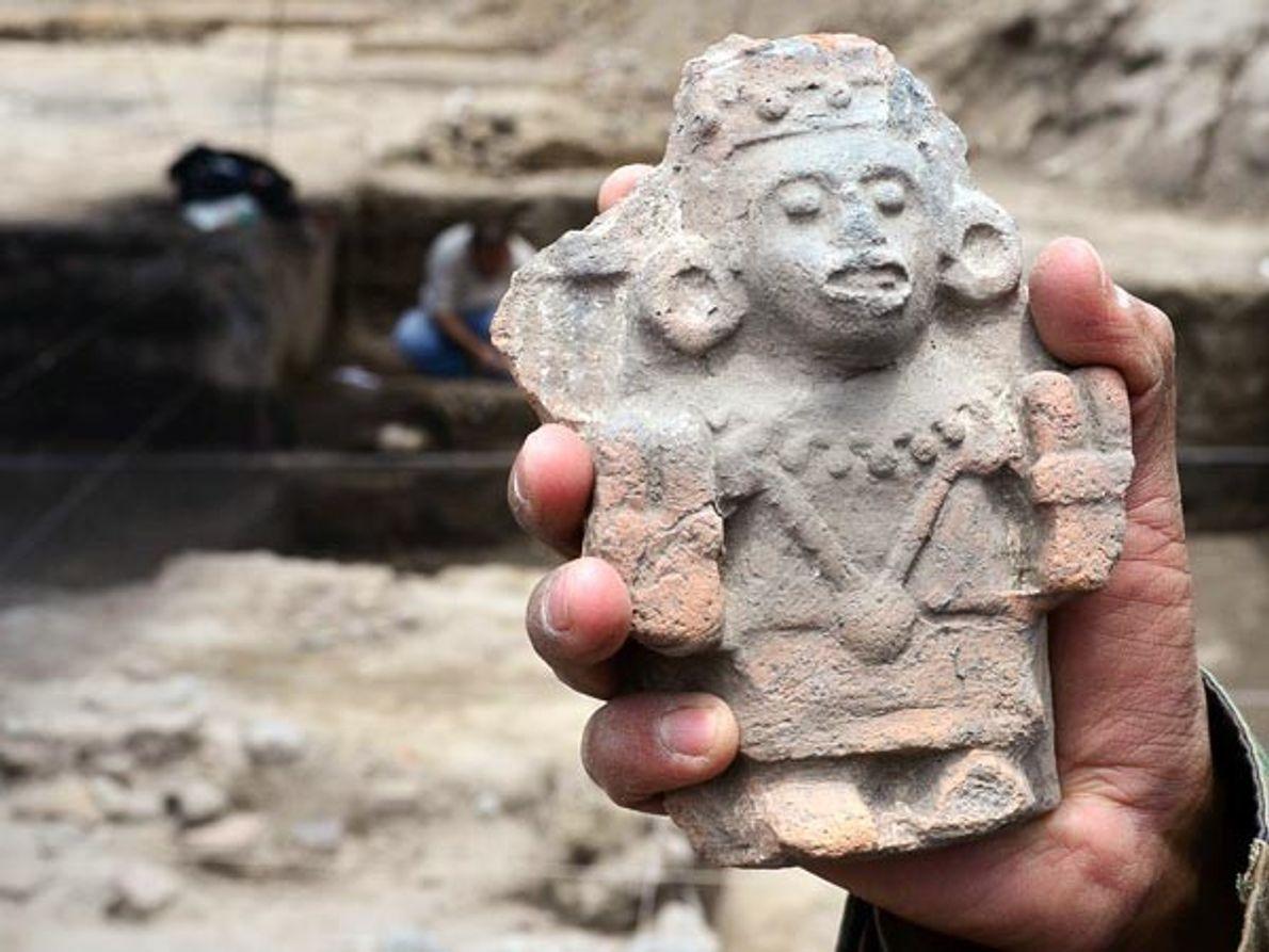 Además de las tumbas, en la excavación, que comenzó hace dos meses justo antes de la …