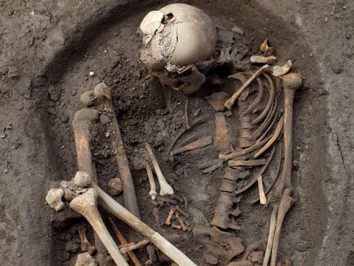 Los arqueólogos no están seguros de por qué muchos esqueletos, incluyendo el cuerpo fotografiado, fueron encontrados …