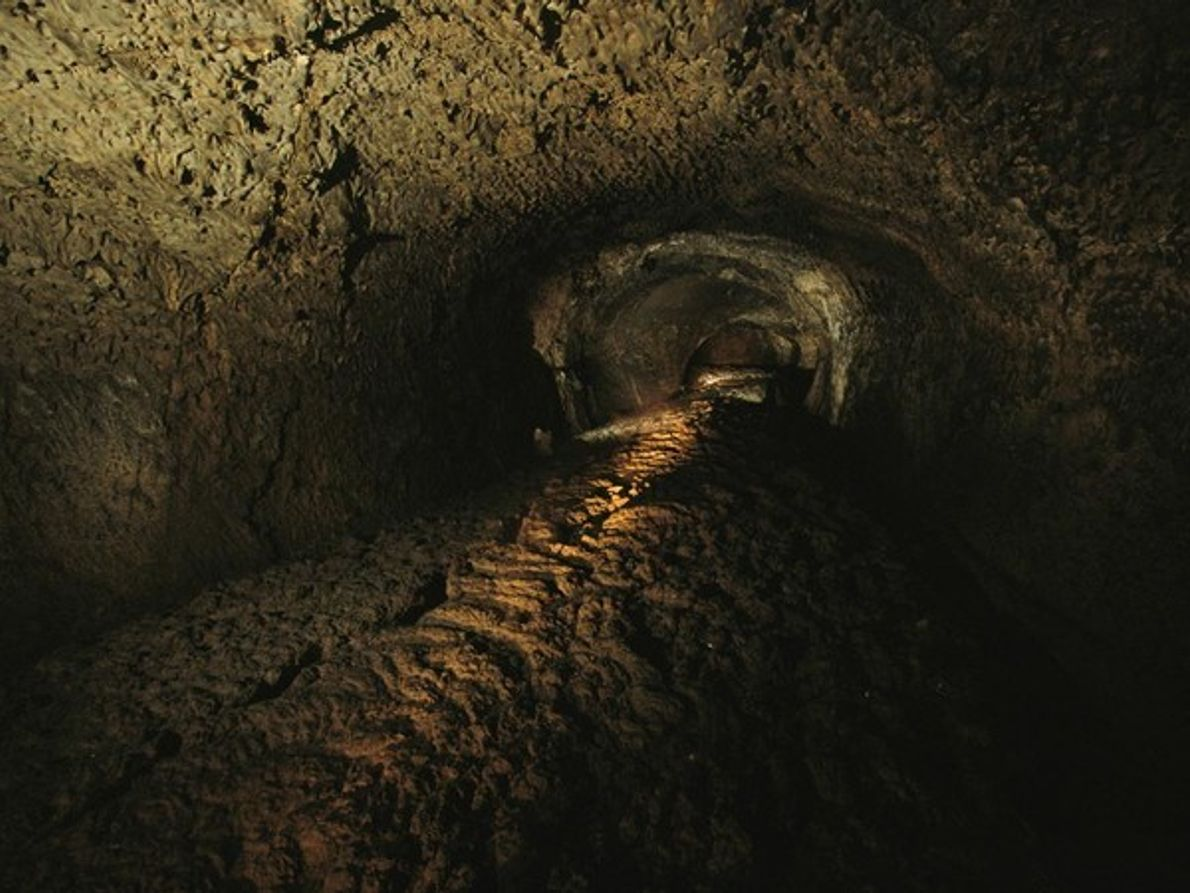 Cueva tubo de lava