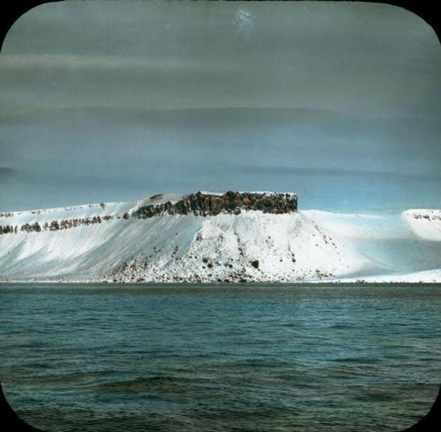 Las islas del archipiélago de Francisco José están cubiertas casi totalmente por hielo glaciar y vegetación ...