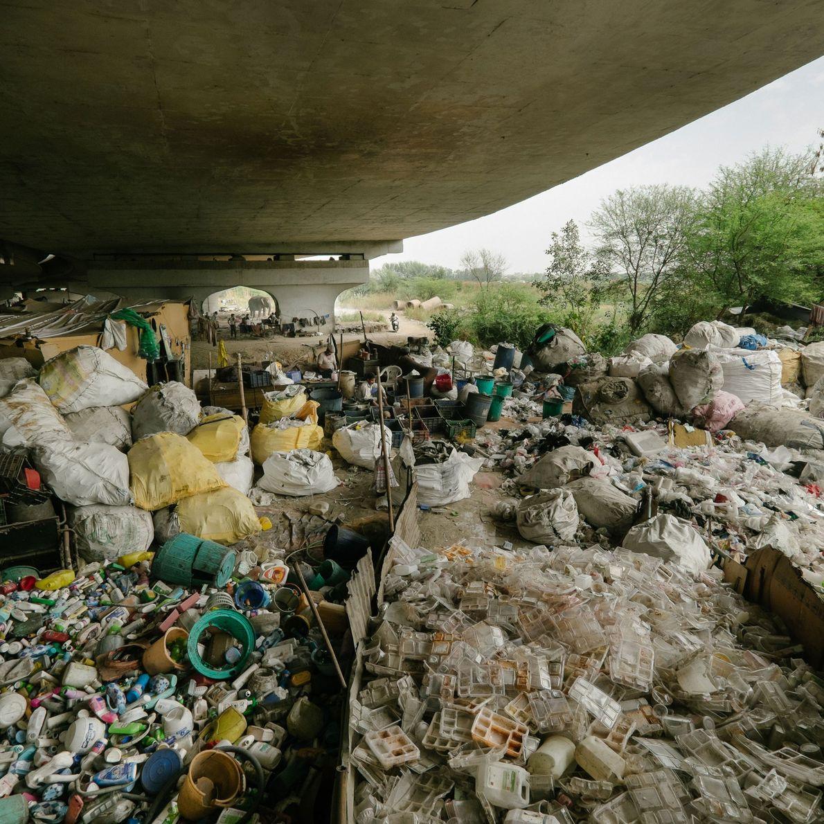 Recicladores que viven debajo un puente, por debajo de la carretera Grand Trunk