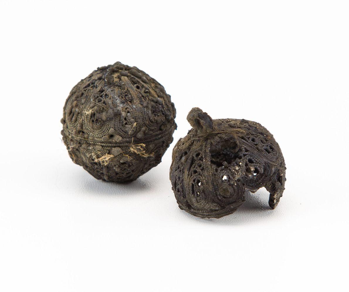 Imagen de bolas de navidad encontradas en un naufragio en el Mar del Norte