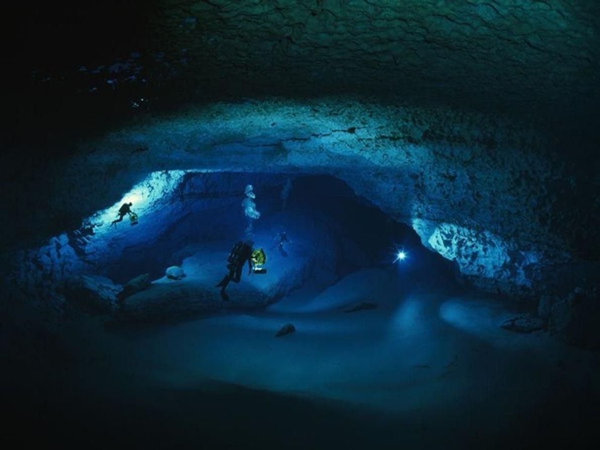 Buceando en cuevas