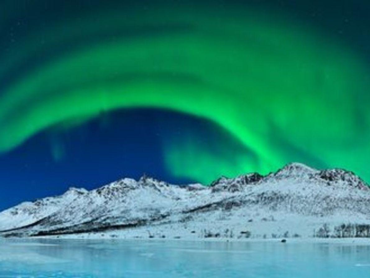 """Ganador de """"espacios salvajes"""" con Auroras verdes sobre el hielo"""