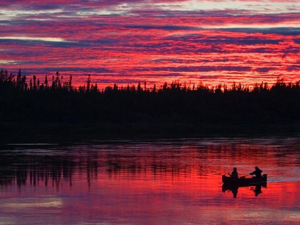 Puesta de sol en el río Winisk