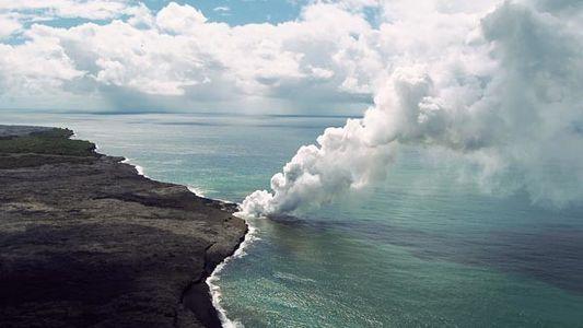 La lava del volcán Kilauea llega al mar