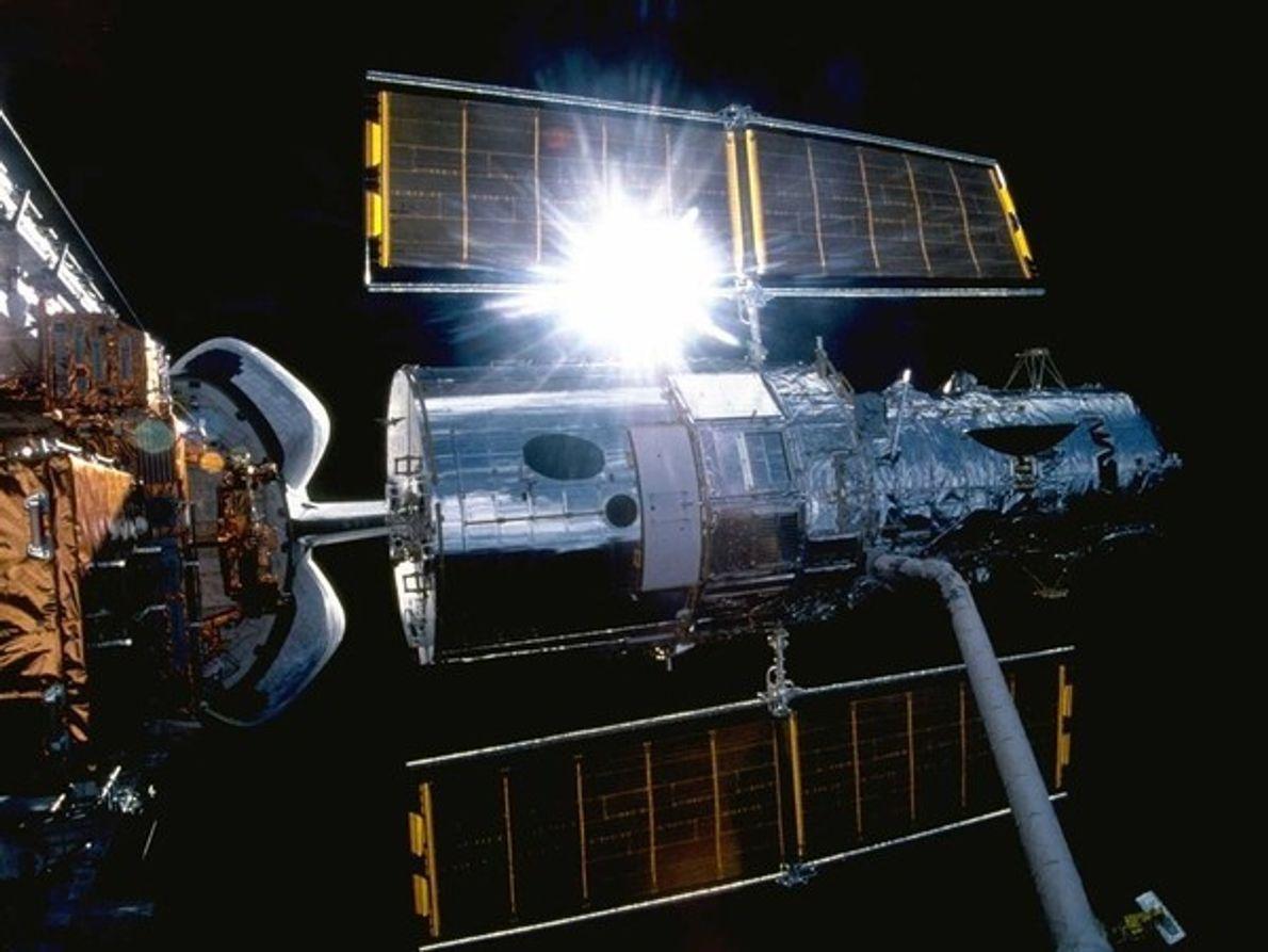 El Hubble salpicado por el sol