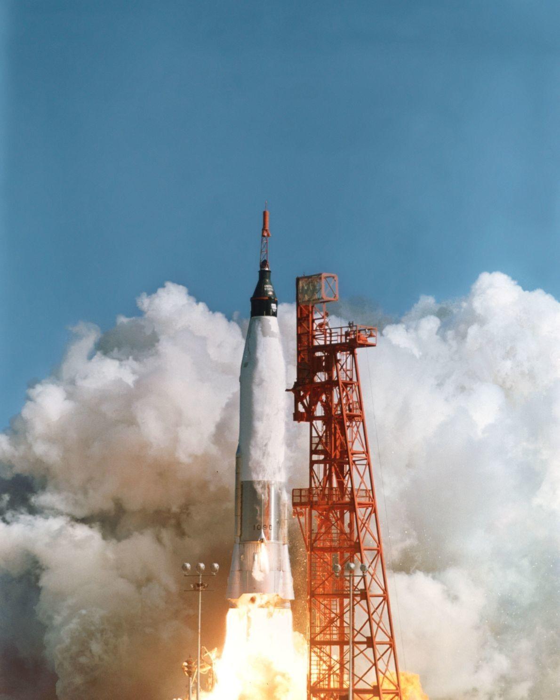 John Glenn despega en el Mercurio-Atlas 6
