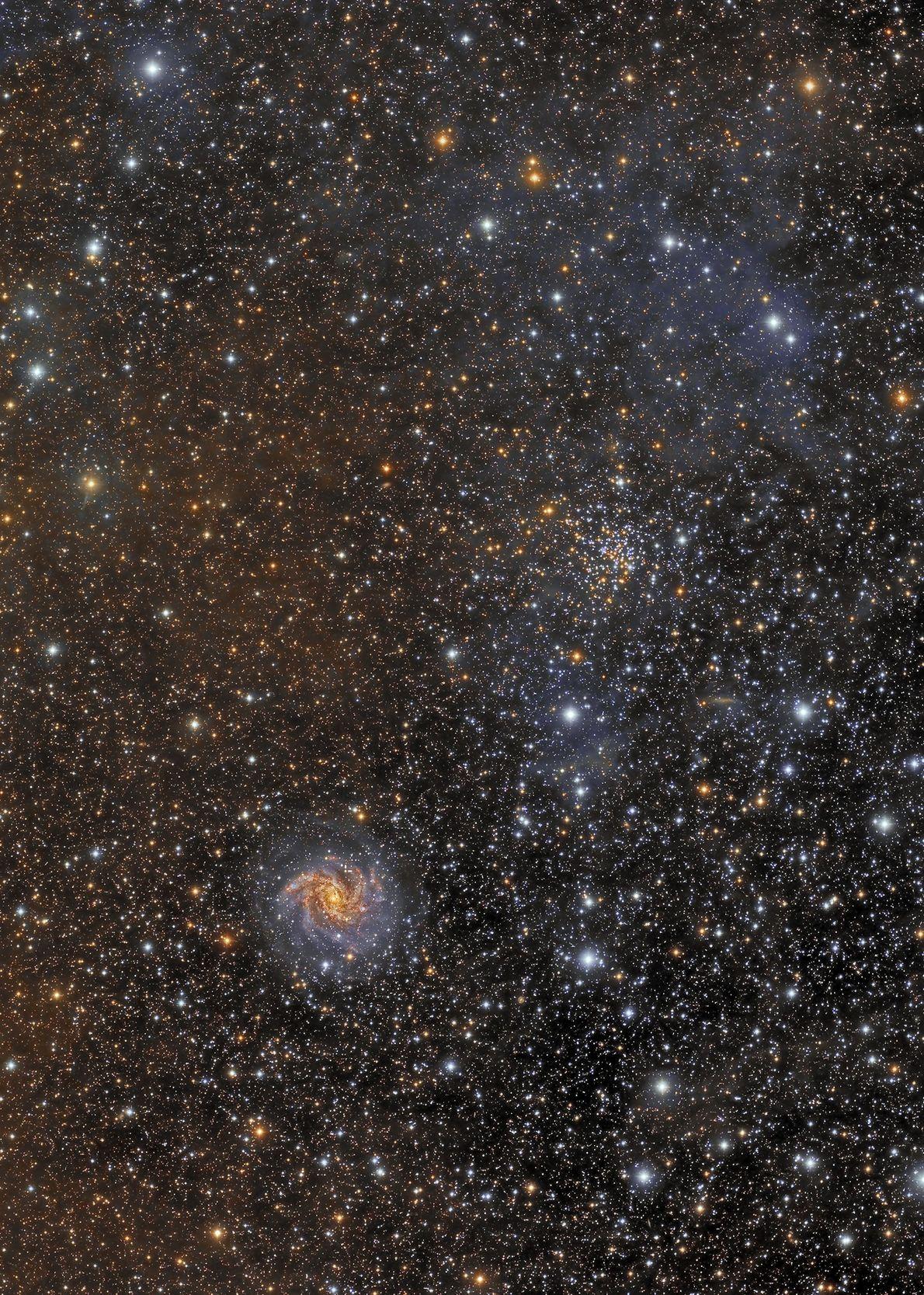 Cúmulo, galaxia y supernova