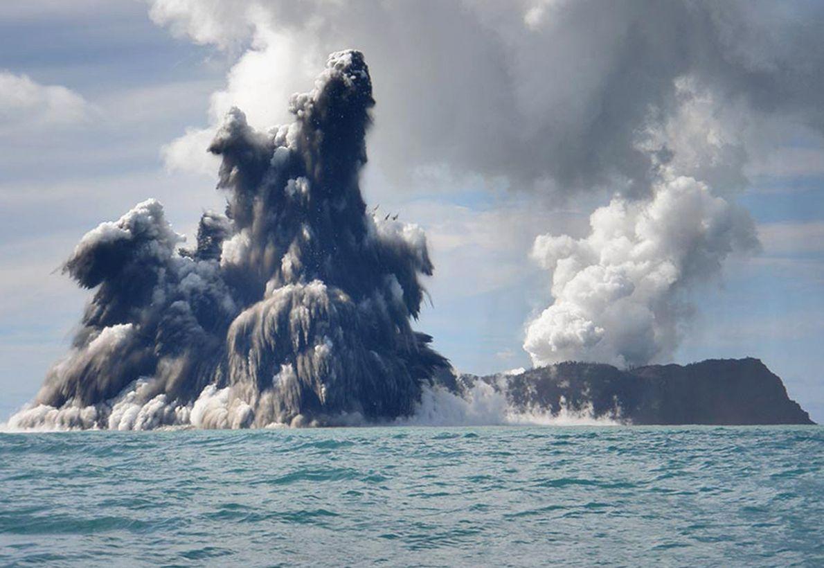 Volcán submarino en Tonga