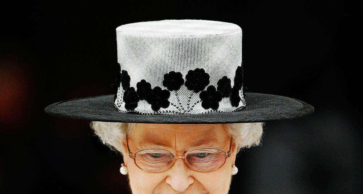 La Reina Isabel abandona el acto en el que se estableció el fin de operaciones en ...