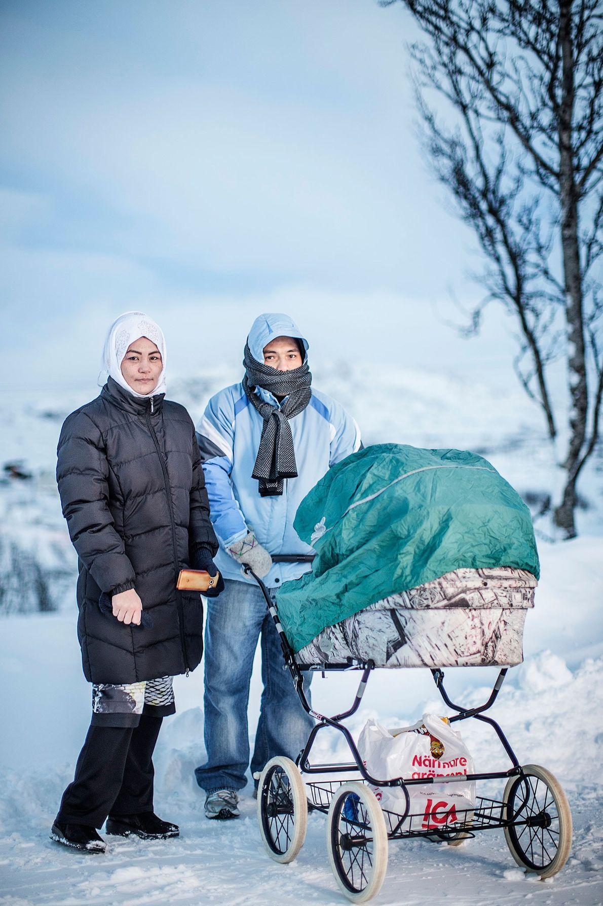 Foto de Saker Hossein Nabavi con su mujer Sakine y sus hijos.