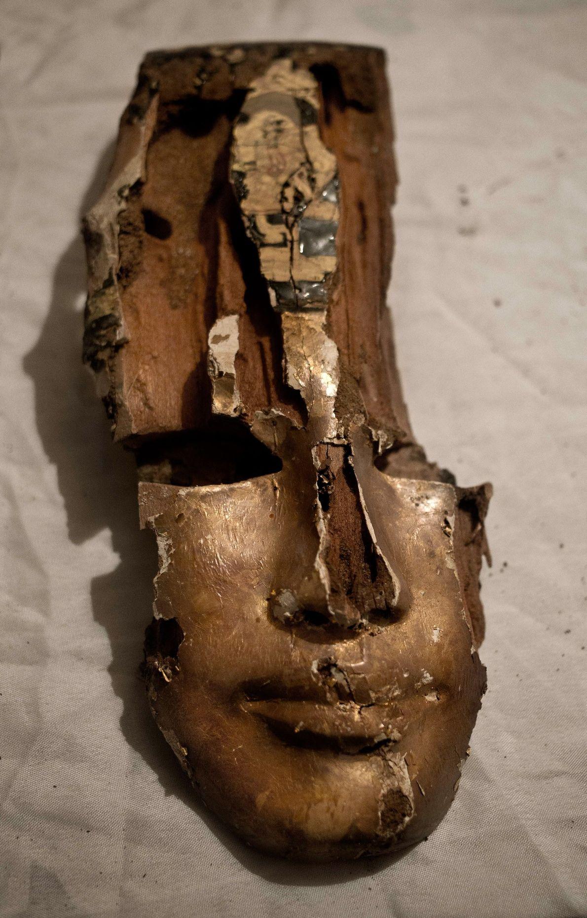 Fragmento de una máscara funeraria