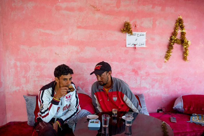 Ibrahim Morsli y otro pescador