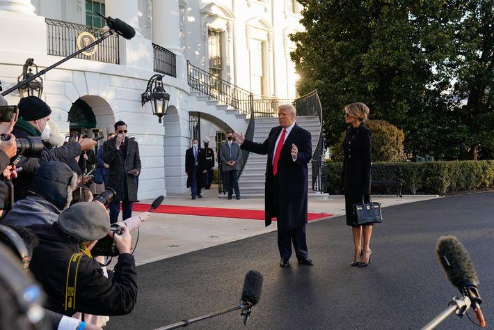 Trump habla ante los medios