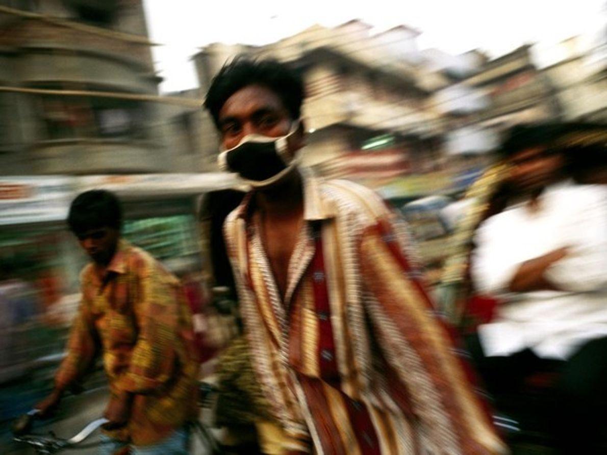 La velocidad que alcanzan estos conductores debería de mantenerles en plena forma, pero la polución existente …