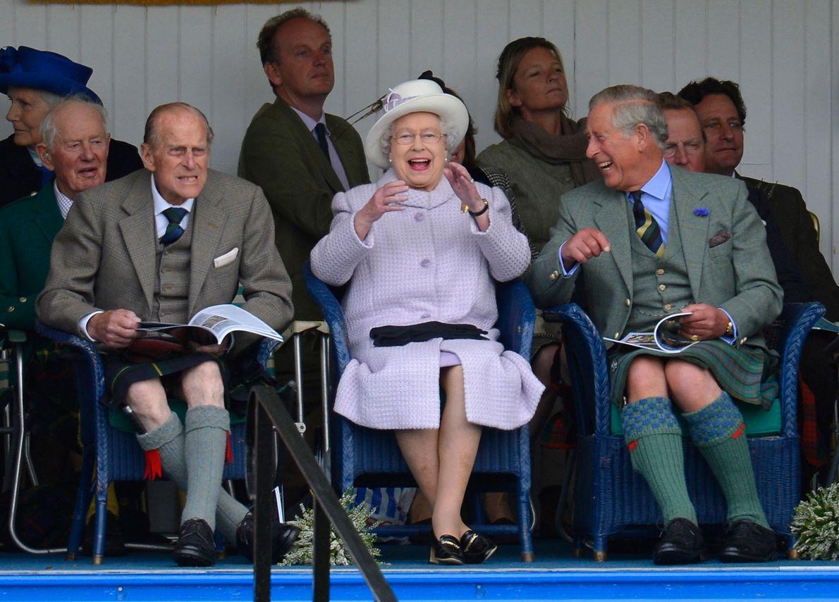 Imagen de los Príncipes Felipe y Carlos y la Reina Isabel