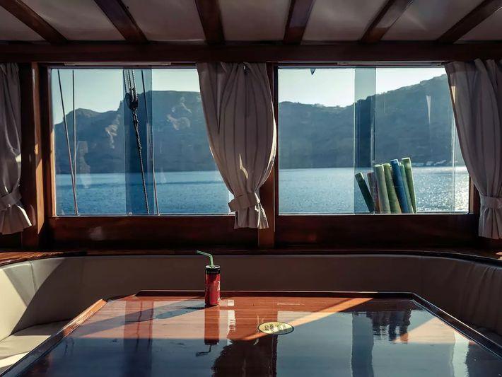 Crucero griego por la isla de Santorini