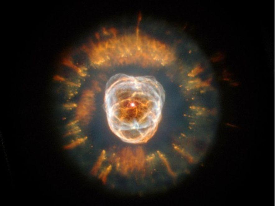 La Nebulosa Esquimal recibió este nombre porque el astrónomo que la descubrió en 1787 pensó que …