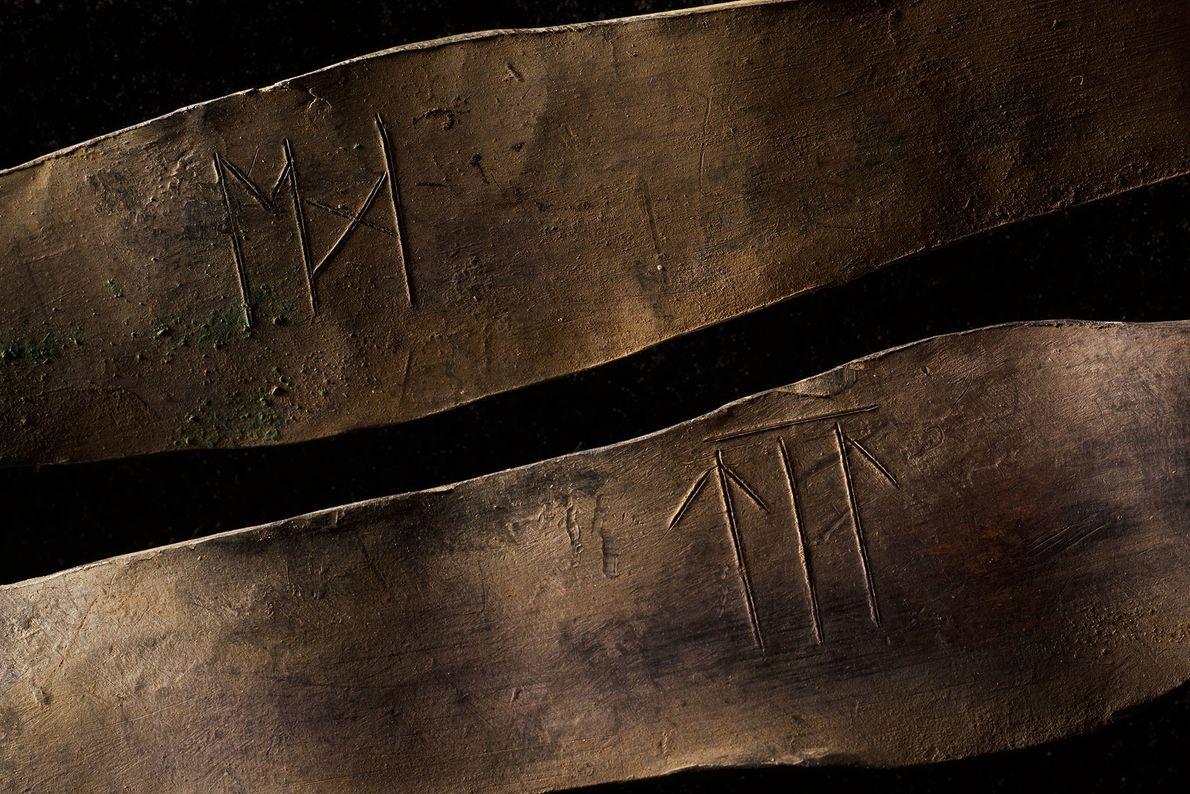 Brazaletes con inscripciones
