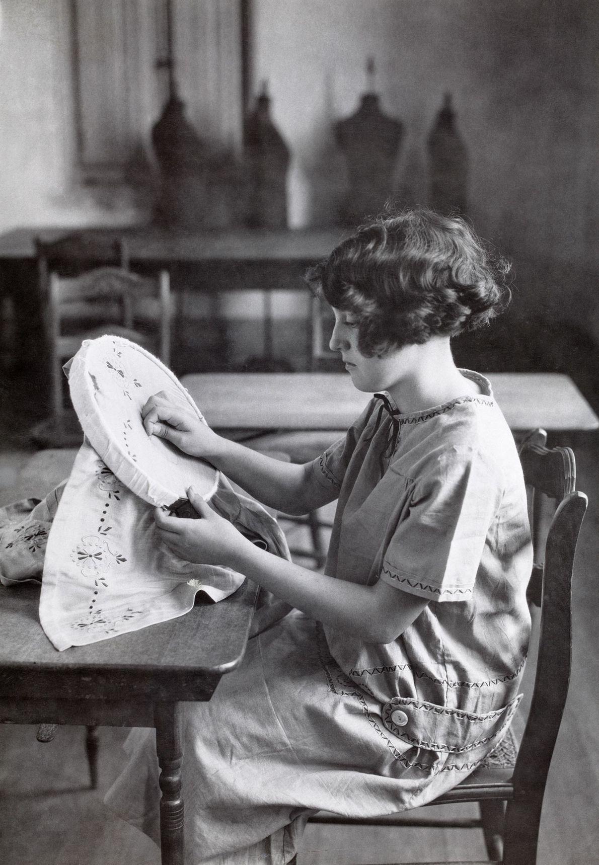Una niña en una escuela pública