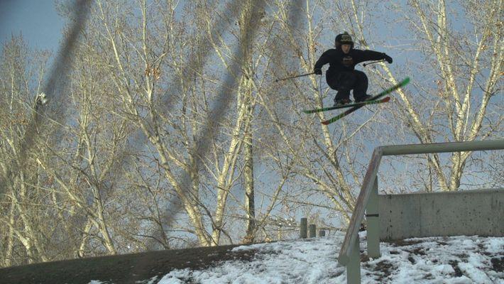 Este esquiador de freestyle hace trucos casi sin esfuerzo