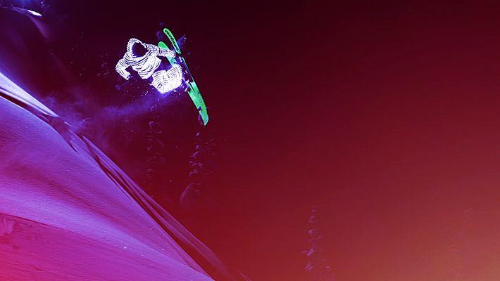 Esquiadores fluorescents volando como meteoritos