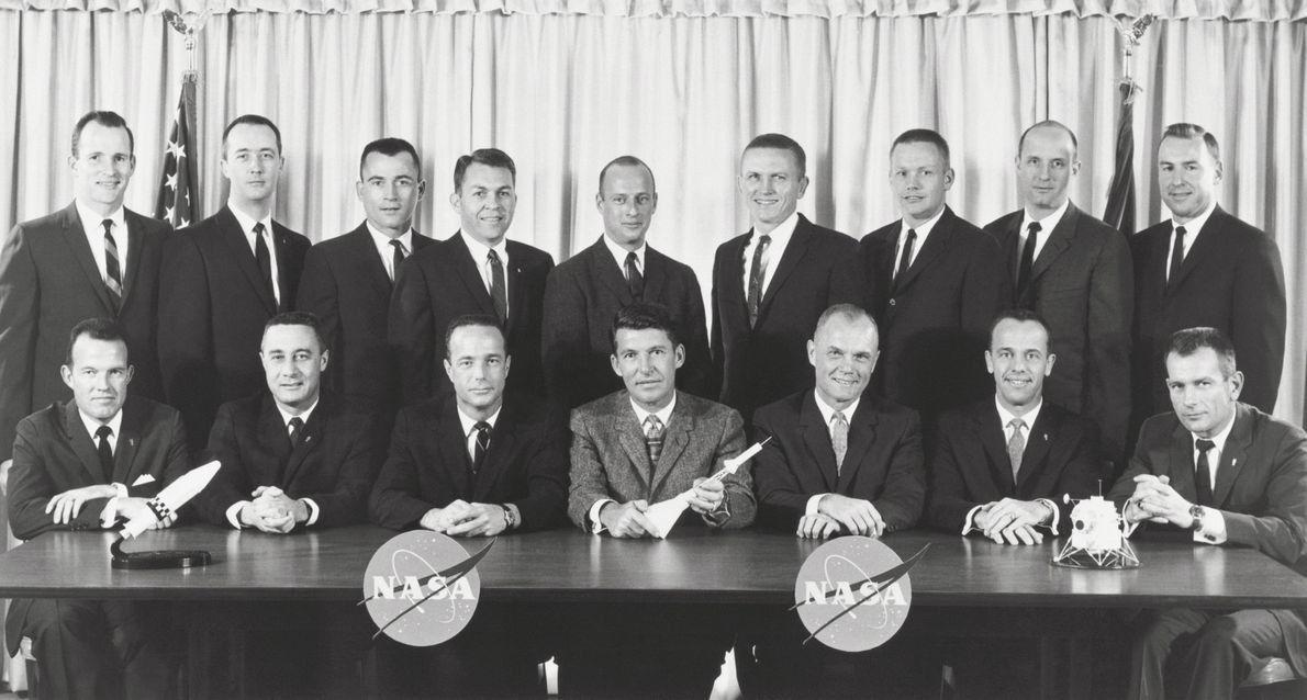 Los astronautas del Programa Mercurio con la nuevageneración de astronautas