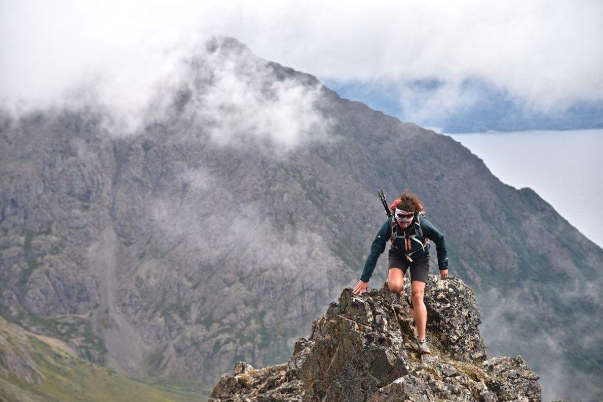 Una mujer asciende al South Suicide Peak
