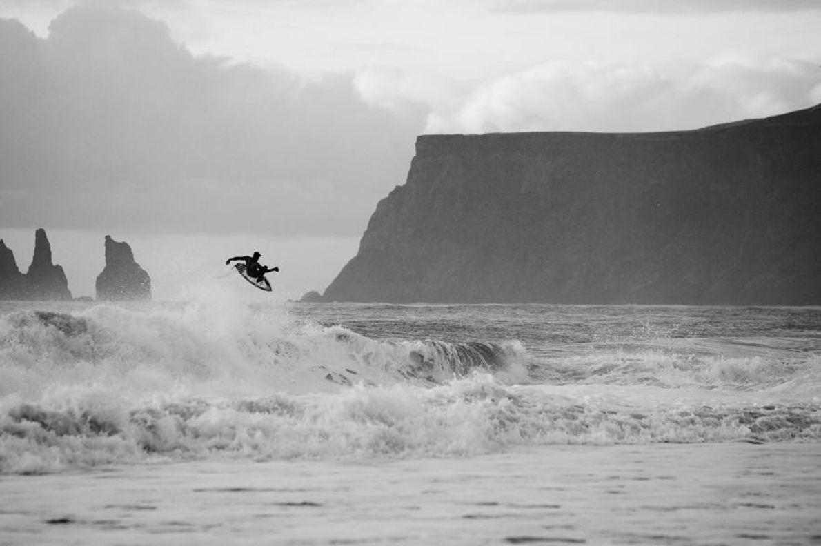 Un surfista en el aire