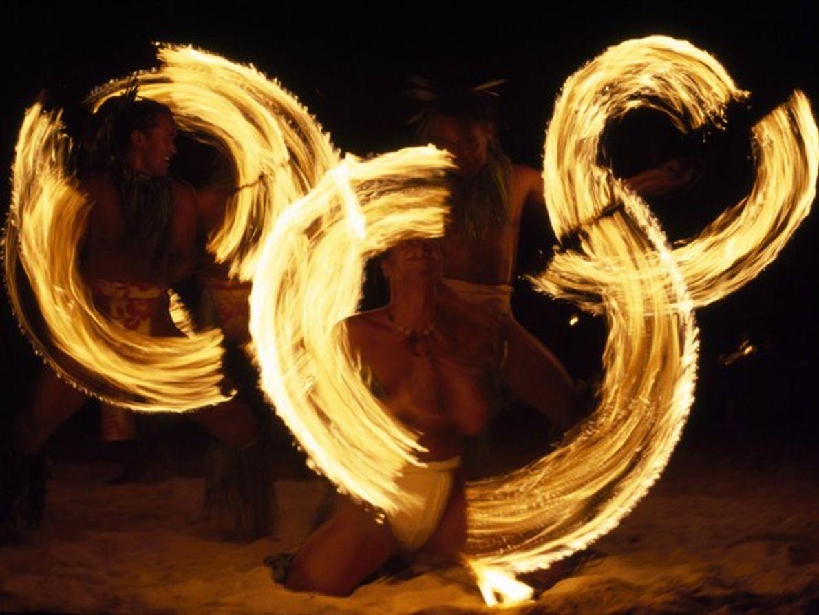 Baile de antorchas en Tahití