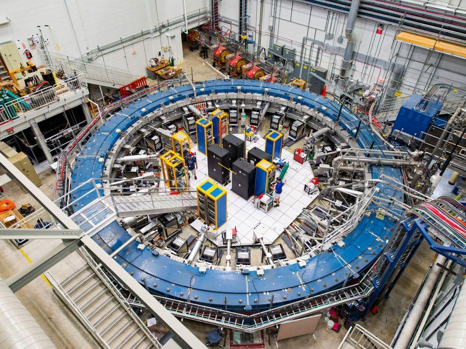 Un nuevo experimento sugiere que una partícula rompe las leyes conocidas de la física