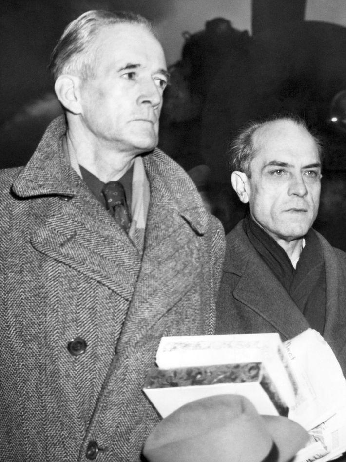 Douglas Chandler en su juicio