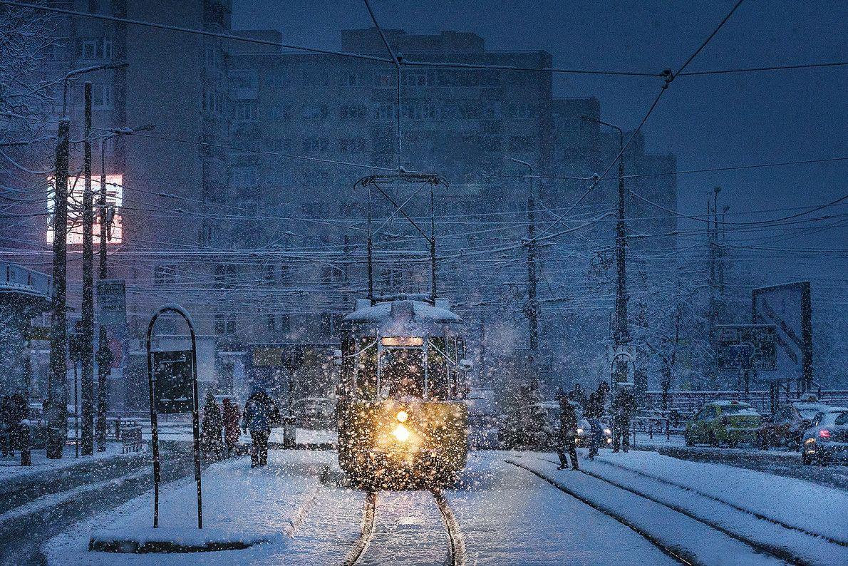 Imagen de un tranvía durante la tormenta