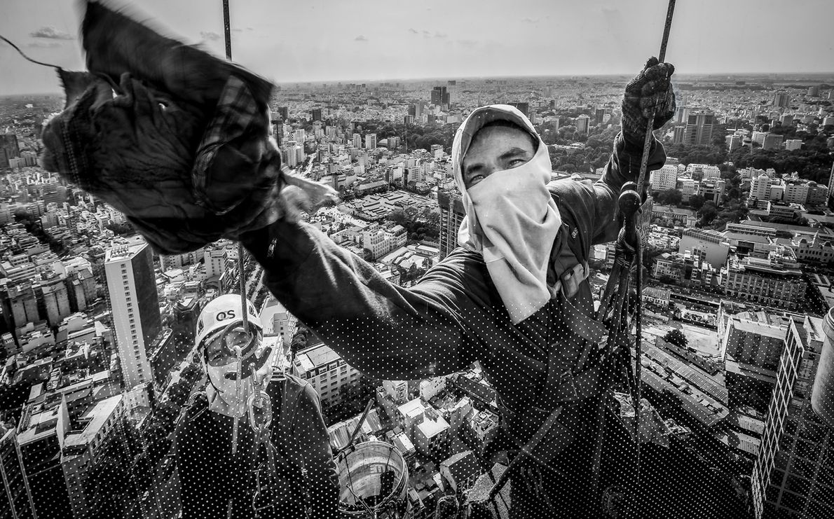 Imagen de limpiadores de cristales en Vietnam