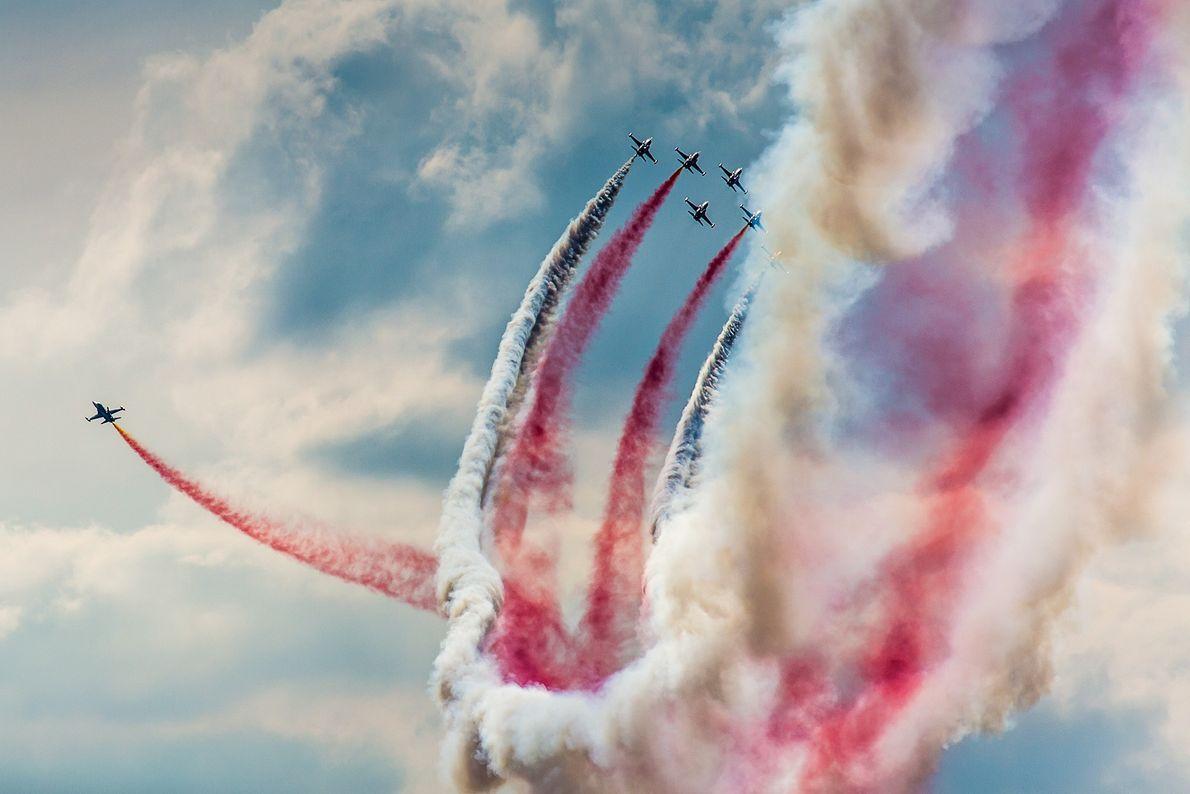 Foto de aviones volando en formación