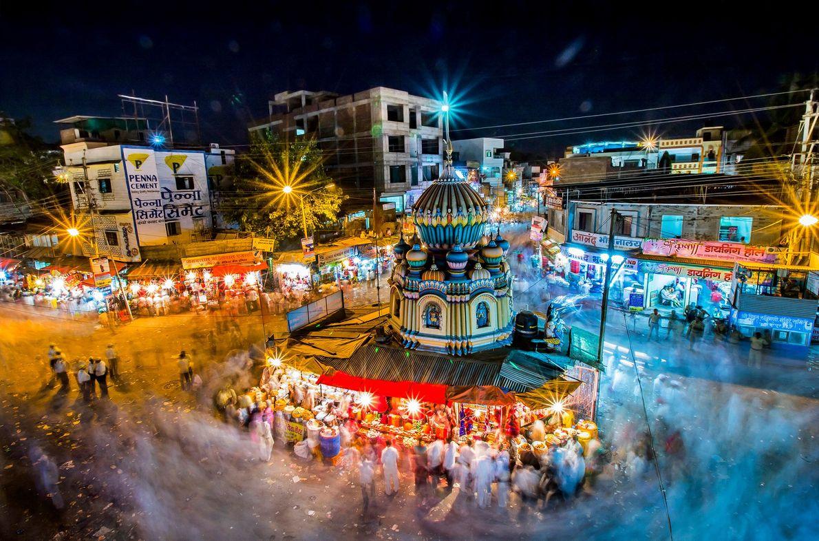 Foto de varios peregrinos durante un festival indio