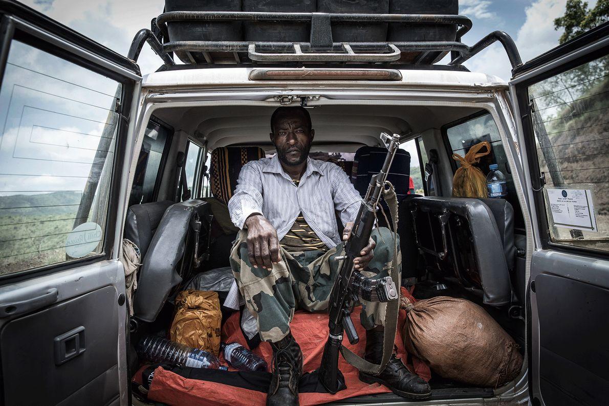 Imagen de un guarda en el Parque Nacional Mago en Etiopía