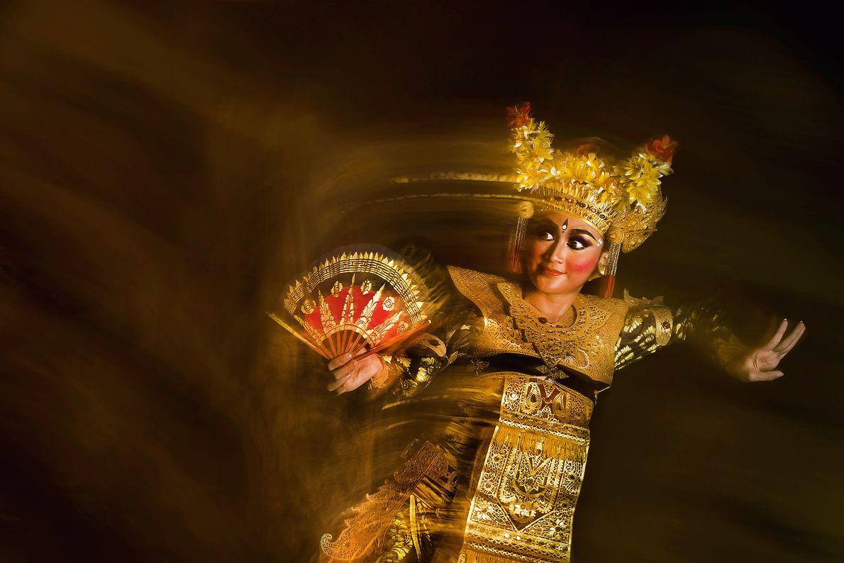 Imagen de una bailarina legong en Bali